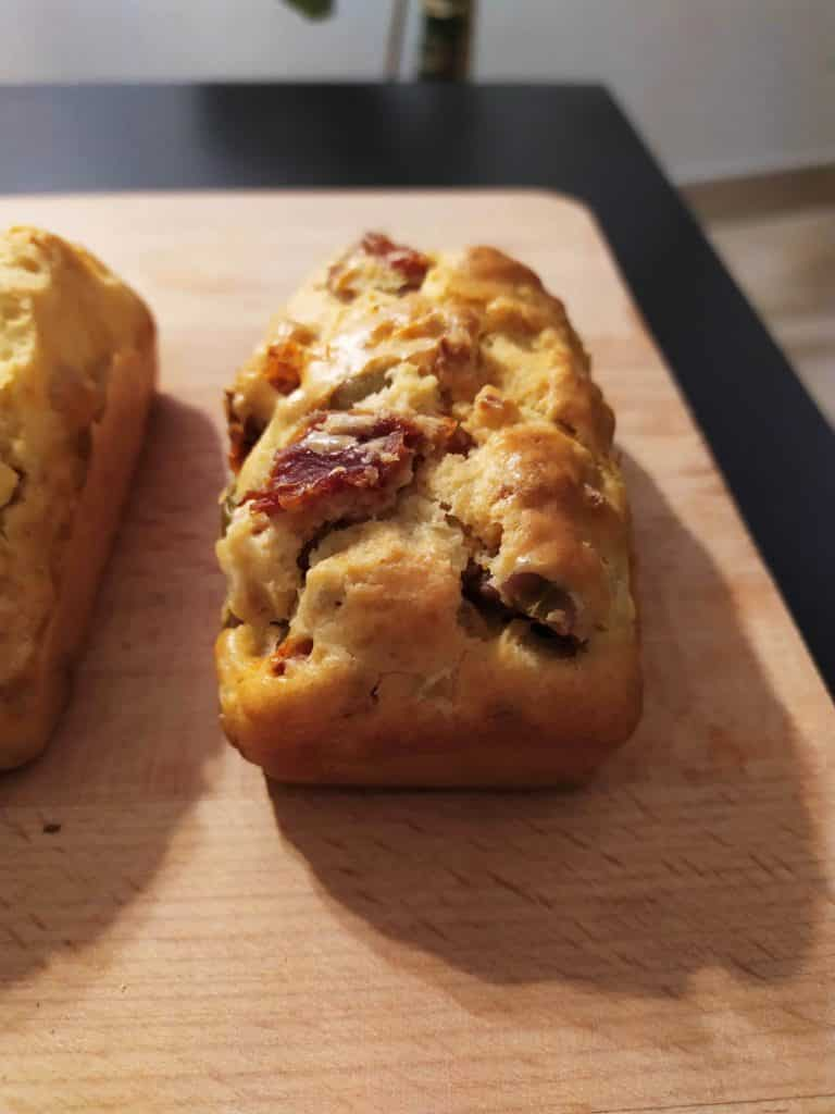mini cake tomates sechées olives selon la recette tronche de cake